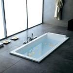 Un modèle de baignoire balnéo encastrable