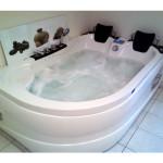 Une baignoire balnéo 2 places