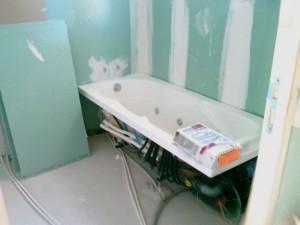 Comment installe-t-on une baignoire balnéo ?