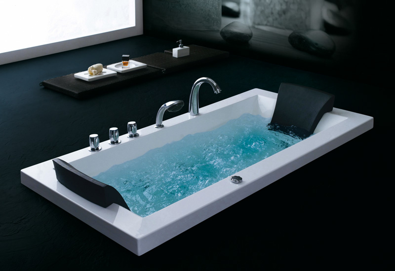 le test de la baignoire d 39 angle berlin 140 whirlpool. Black Bedroom Furniture Sets. Home Design Ideas